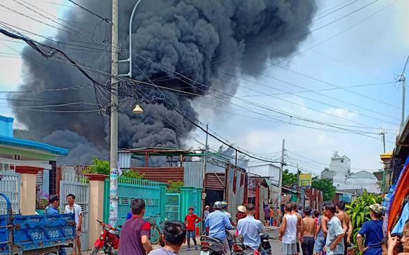 Đốt rác bất cẩn làm cháy cơ sở làm dây sản xuất võng - Ảnh 1.