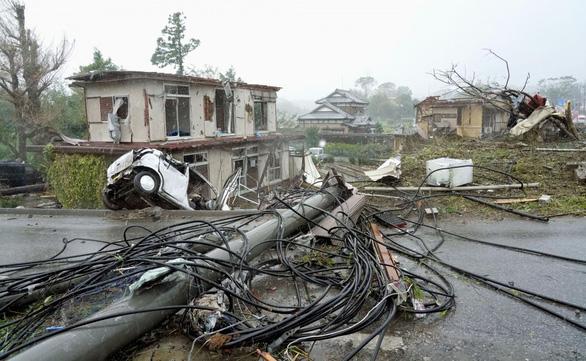 Tơi bời với siêu bão Hagibis, Nhật còn rung chuyển trong động đất - Ảnh 2.