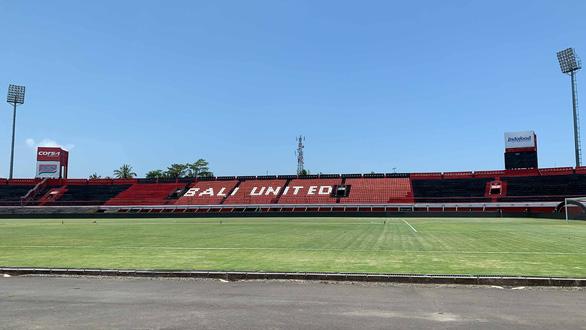 10h sáng nay, Indonesia mới chuẩn bị sân cho trận gặp Việt Nam - Ảnh 1.
