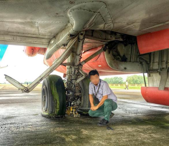 Sẽ không đổi máy bay bị bỏ rơi ở Nội Bài lấy suất dưỡng lão hay bánh kẹo - Ảnh 2.