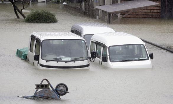 Siêu bão Hagibis xé toạc nhà cửa ở Nhật, đường sá chìm trong biển nước - Ảnh 8.