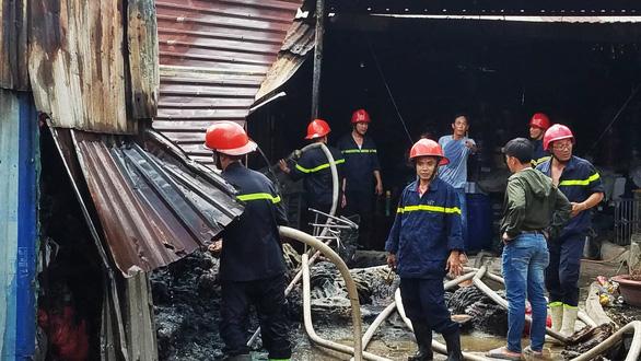 Đốt rác bất cẩn làm cháy cơ sở làm dây sản xuất võng - Ảnh 2.