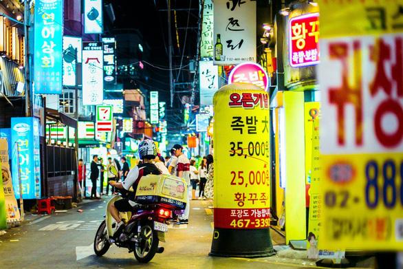Thị trường giao thức ăn thứ 4 thế giới, tài xế Hàn Quốc đánh cược với tử thần  - Ảnh 1.