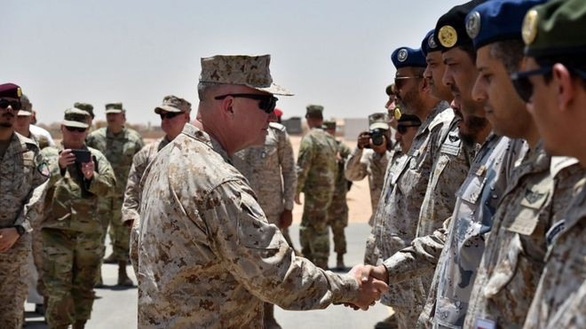 Mỹ rầm rộ chuyển vũ khí, điều thêm 1.800 quân đến Saudi Arabia - Ảnh 1.