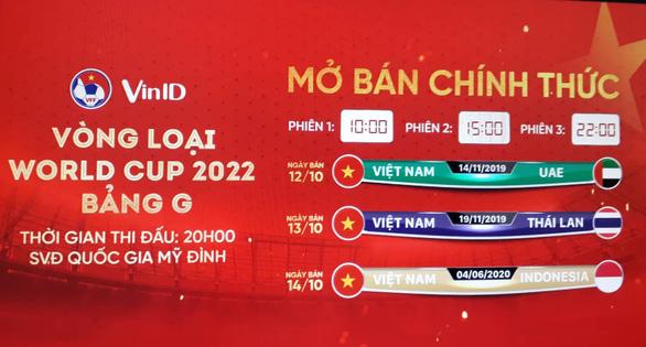 Vé trận Việt Nam - UAE bán hết trong 'một nốt nhạc' - Ảnh 1.