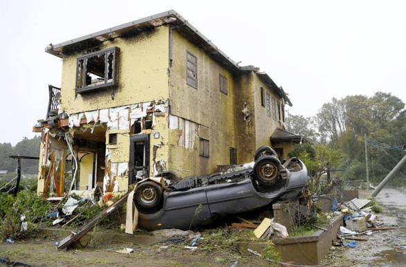 Siêu bão Hagibis lớn nhất 60 năm nay đang cuồn cuộn tràn vào Nhật - Ảnh 3.