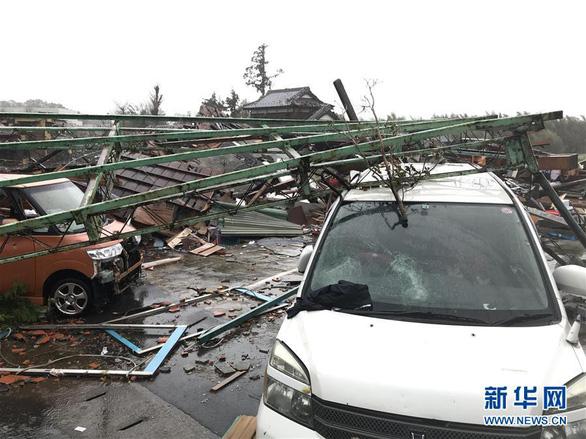 Siêu bão Hagibis xé toạc nhà cửa ở Nhật, đường sá chìm trong biển nước - Ảnh 12.