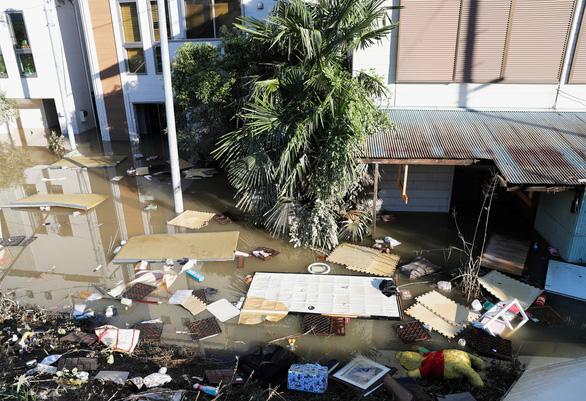 Siêu bão Hagibis suy yếu, Nhật lại đối mặt nguy cơ lũ lụt - Ảnh 1.