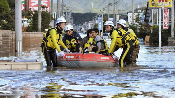Hai thủy thủ Việt trên tàu bị chìm do bão Hagibis, một người được cứu sống - Ảnh 2.