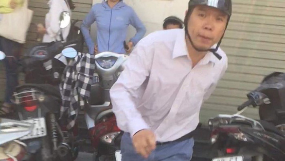 Tát phụ nữ khi chen ngang rút tiền ATM, Đào Quang Tiến bị phạt 2,5 triệu - Ảnh 1.