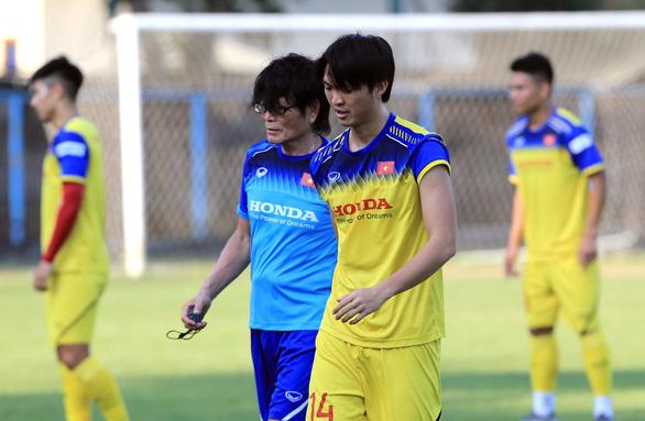Tiền vệ Tuấn Anh còn tập riêng, khó ra sân trận gặp Indonesia - Ảnh 1.