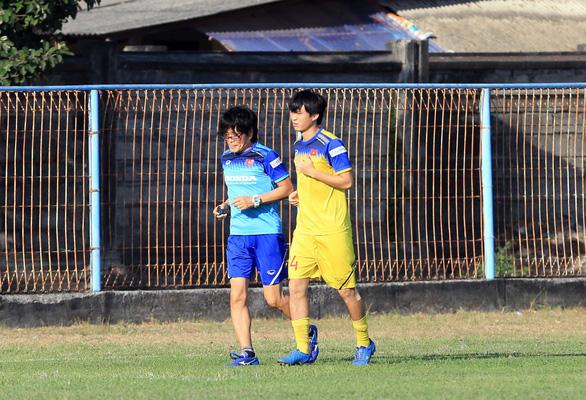 Tiền vệ Tuấn Anh còn tập riêng, khó ra sân trận gặp Indonesia - Ảnh 2.