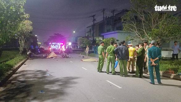 Chạy xe máy trong đường nội bộ với tốc độ cao, 2 thanh niên chết tại chỗ - Ảnh 1.
