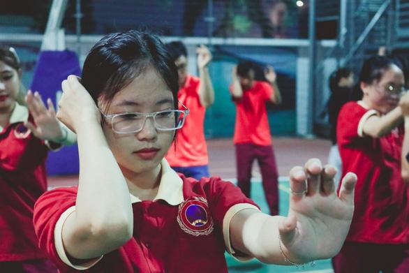 Sinh viên hào hứng với chuyên đề Hướng dẫn kỹ năng tự vệ cho nữ sinh SIU - Ảnh 6.