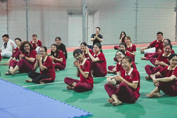 Sinh viên hào hứng với chuyên đề Hướng dẫn kỹ năng tự vệ cho nữ sinh SIU - Ảnh 8.