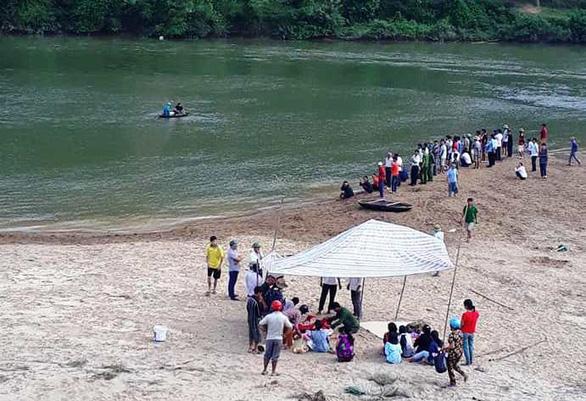 Tắm sông, 3 học sinh chết đuối thương tâm - Ảnh 1.