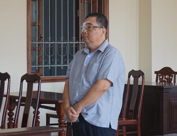 3 năm tù vì tham ô tiền thi hành án - Ảnh 1.