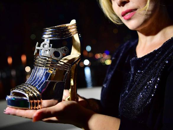 Dubai ra mắt đôi giày cao gót đắt nhất thế giới: 20 triệu USD - Ảnh 3.