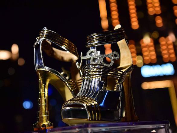 Dubai ra mắt đôi giày cao gót đắt nhất thế giới: 20 triệu USD - Ảnh 1.