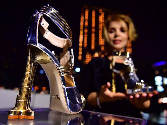 Dubai ra mắt đôi giày cao gót đắt nhất thế giới: 20 triệu USD - Ảnh 2.