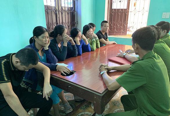 Quảng Bình tạm giữ 25 người về hành vi đánh bạc qua mạng - Ảnh 1.