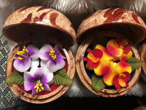 'Hóa phép' xà phòng thành hoa ở chợ đêm Chiang Rai - Ảnh 6.