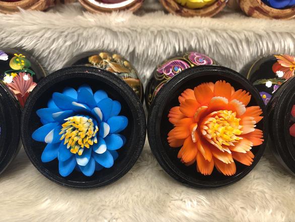 'Hóa phép' xà phòng thành hoa ở chợ đêm Chiang Rai - Ảnh 5.