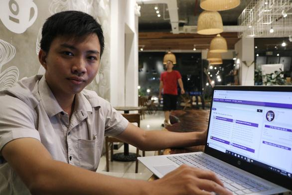 Trần Anh Hào cùng dự ánthư viện TEZcủa nhóm - Ảnh: TRỌNG NHÂN