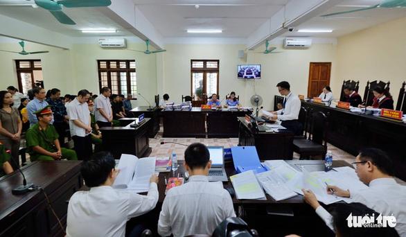 Xét xử vụ gian lận thi cử ở Hà Giang - Ảnh 1.