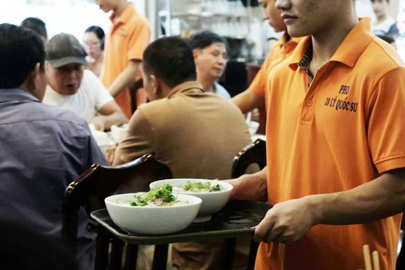 Đến Hà Nội, đừng bỏ qua ba quán phở trứ danh này - Ảnh 9.