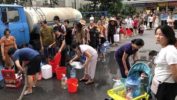 Nước sạch ở Hà Nội nhiễm dầu thải? - Ảnh 1.