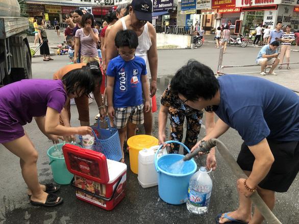 Nhà máy nước Sông Đà dừng cấp nước, nhiều khu vực của Hà Nội mất nước - Ảnh 1.