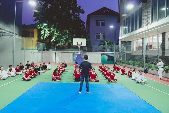 Sinh viên hào hứng với chuyên đề Hướng dẫn kỹ năng tự vệ cho nữ sinh SIU - Ảnh 1.