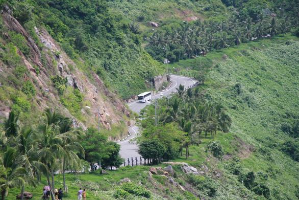 Cấm xe tay ga, lập trạm kiểm soát nhiều tuyến đường trên Sơn Trà - Ảnh 2.