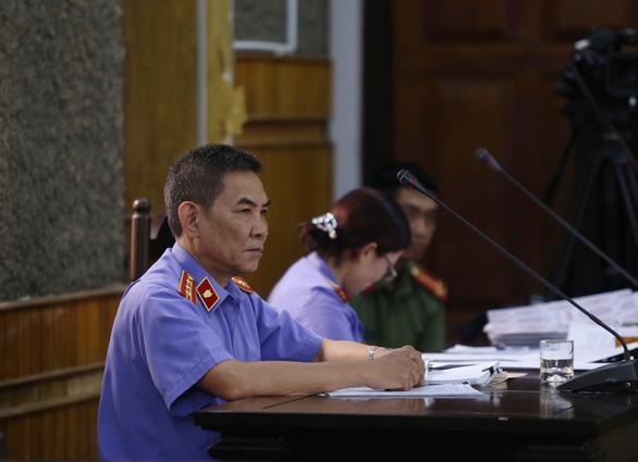Yêu cầu dẫn giải cựu phó phòng liên quan lời khai đưa 1 tỉ nhờ nâng điểm - Ảnh 3.