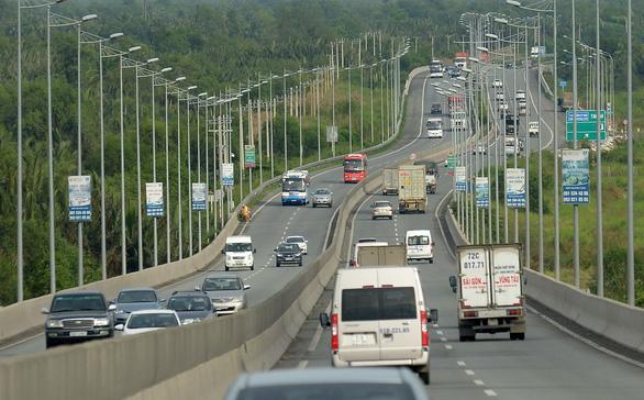 Tai nạn giao thông liên hoàn vì không giữ khoảng cách an toàn  - Ảnh 1.