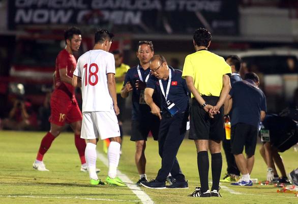 Vì sao Công Phượng không vào sân thay người trận Indonesia - VN? - Ảnh 2.