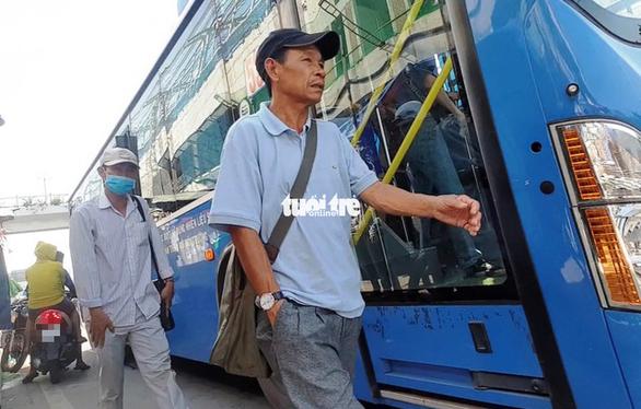 Vạch trần thủ đoạn dàn trận móc túi khách đi xe buýt trước KDL Suối Tiên - Ảnh 6.