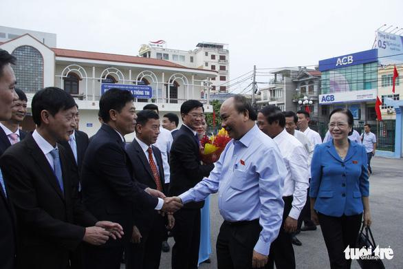 Thủ tướng nhắc giảm rác thải nhựa khi tiếp xúc cử tri Hải Phòng - Ảnh 1.