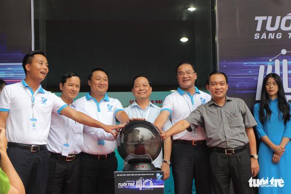 Xe đua F1, máy bay không người lái xuất hiện tại Đại hội Hội liên hiệp thanh niên Hà Nội - Ảnh 1.