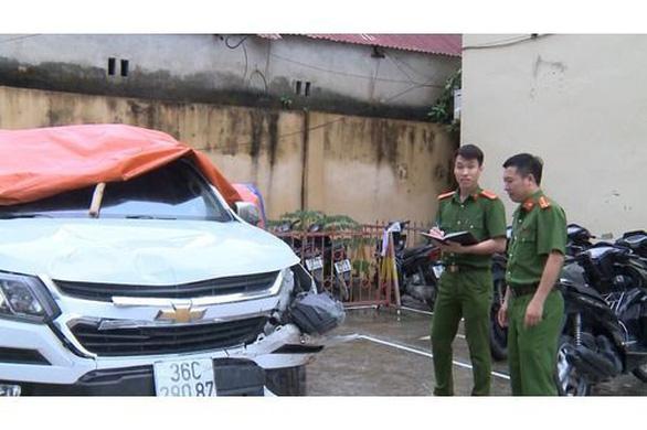 Tạm giữ nghi phạm lái xe ô tô đâm thẳng vào xe máy làm 2 người thương vong - Ảnh 2.