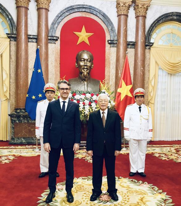 Tổng Bí thư, Chủ tịch nước tiếp tân Đại sứ EU trình quốc thư - Ảnh 1.