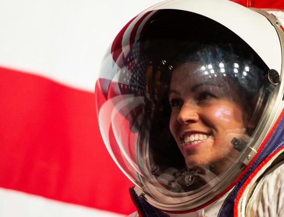 NASA công bố quần áo giúp du hành gia đi trên Mặt trăng như trên Mặt đất - Ảnh 2.
