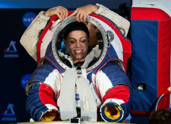 NASA công bố quần áo giúp du hành gia đi trên Mặt trăng như trên Mặt đất - Ảnh 3.