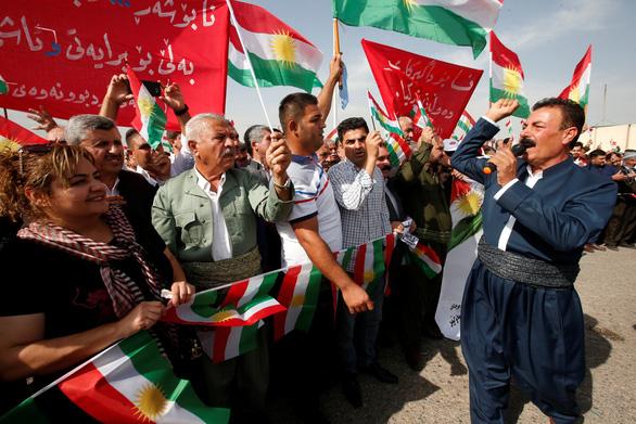 Người Kurd cáo buộc Thổ Nhĩ Kỳ sử dụng bom napalm, đạn phốtpho trắng - Ảnh 1.