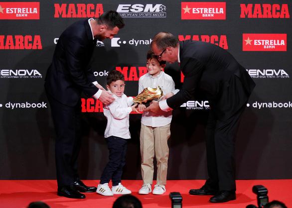 Messi lần thứ 6 đoạt Chiếc giày vàng châu Âu - Ảnh 2.