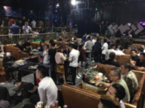 Hàng trăm người 'phê' ma túy tại bar Play House Club lúc rạng sáng ở quận 10 - Ảnh 1.