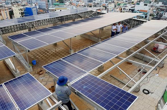 Gần 4.000 hộ nhận hơn 43,5 tỉ đồng tiền bán điện mặt trời - Ảnh 1.
