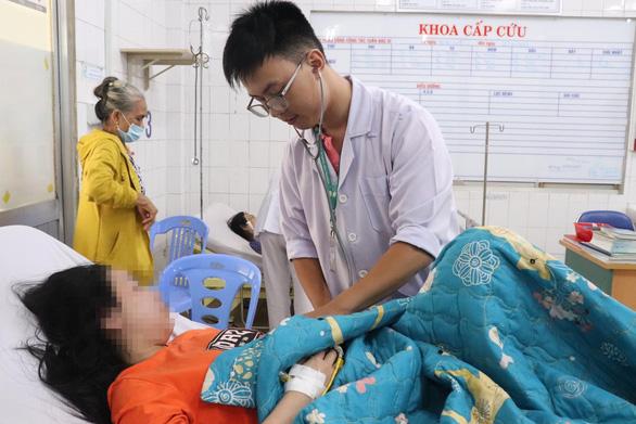 BHYT sẽ thanh toán dịch truyền cho bệnh nhân mắc bệnh sốt xuất huyết - Ảnh 1.