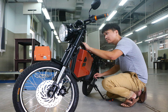 Chàng thạc sĩ chế tạo xe điện công suất ngang xe máy - Ảnh 1.